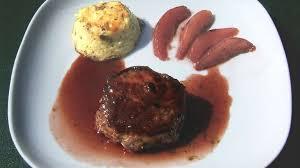 cerf cuisine pavés de cerf sauce et poires au vin recette par ma cuisine santé