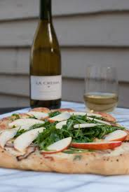 Round Table Pizza Healdsburg Honeycrisp Apple Pizza With Balsamic Onions La Crema