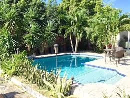 charming tasteful floridan style home homeaway wilton manors