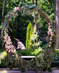 picture of oversized grapevine wreath with pink flowers