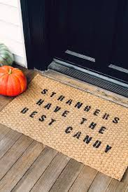 jojotastic diy halloween themed door mat for less than 10