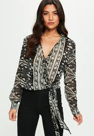 paisley blouse black paisley print tie side blouse missguided