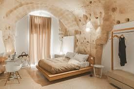 tiefenentspannt in der grotte hotel in matera architects
