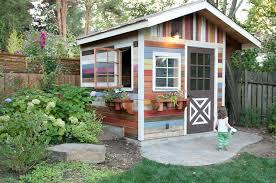 cabane jardin comment construire abri de jardin en bois astuces et photos