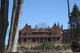 eight real haunted houses in massachusetts