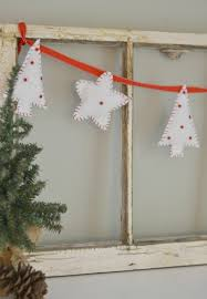 easy diy felt christmas bunting and ornaments moms without answers