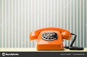 le bureau retro téléphone rétro sur le bureau photographie olegkrugllyak 153324862