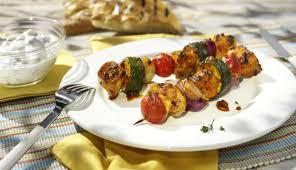 mediterrane küche rezepte mediterrane hähnchen gemüse spieße maggi de
