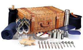 wicker basket with leather handles amazon com picnic time u0027windsor u0027 english style willow picnic