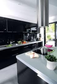 cuisine contemporaine ilot central une cuisine contemporaine avec îlot central côté maison