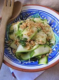 cuisin courgette cuisiner une courgette awesome la cuisine d ici et d isca salade de