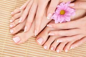 Kuku dan jari dari perawatan manicure dan pedicure sendiri dirumah