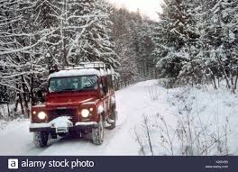 land rover snow land rover in the snow stock photos u0026 land rover in the snow stock