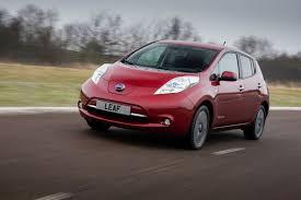 red nissan car saugumo tyrėjas įsilaužė į elektromobilį u201enissan leaf u201c delfi auto