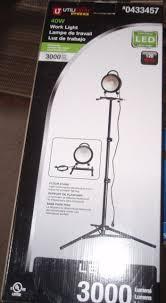 3000 lumen led work light utilitech pro portable led work light 40w 3000 lumen telescoping