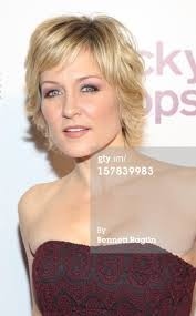 amy carlson new short haircut on blue bloods 9th annual lucky shops event amy amy carlson and hair style