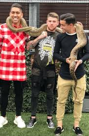 pic liverpool u0027s firmino coutinho and moreno spotted hanging out