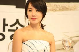 uhm jung hwa fará comeback como cantora kpop station