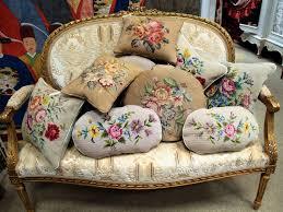 divanetti antichi divanetti dorati nappe cuscini antichi e femminilit罌 antichit罌