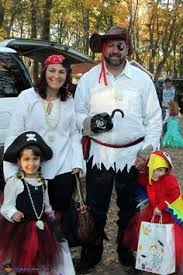 Halloween Costumes Parrots 19 Cutest Family Theme Costumes Halloween Pirate Garb