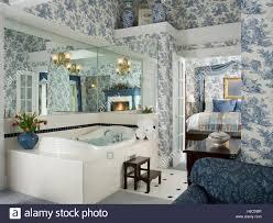 Bad Blau Bed Blue Toile De Jouy Stockfotos U0026 Bed Blue Toile De Jouy Bilder