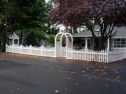 Small Backyard Fence Ideas Vinyl And Wood Fences Add Character And Charm To Your Front Yard