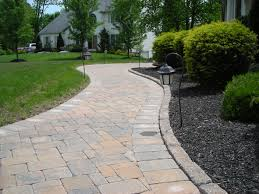 Front Of House Landscaping by House Landscape Design Ideas For Red Brick With Rooftop Classic