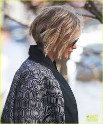 jennifer lawrence u0027s pixie haircut is now becoming a short bob