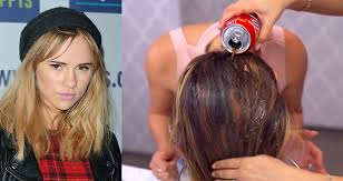 rinses hair with coke coke rinse a new coke usage idea that seems to work