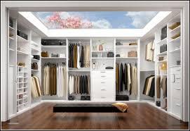 Bilder Im Schlafzimmer Begehbarer Kleiderschrank Hinter Dem Bett Schönes Zuhause