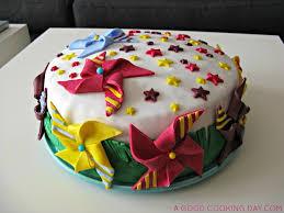 decoration cupcake anniversaire recette de gateau d u0027anniversaire moulins a vent colores a