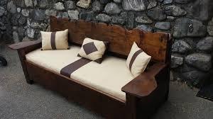 habillage canapé canapé vieux bois avec habillage tissu et lainage couture au fil d