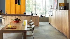 cuisines en bois cuisine schmidt 12 cuisines en bois ouvertes sur le salon côté