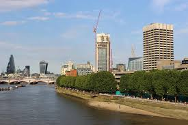 themse gezeiten london ansicht unten die themse von waterloo brücke london redaktionelles