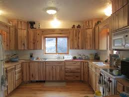 Beste Ideeën Over Rustic Hickory Cabinets Op Pinterest - Hickory kitchen cabinets pictures