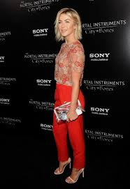 julianne hough hairstyles riwana capri julianne hough at the premiere of mortal instruments styled by