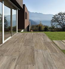 piastrelle balcone esterno pavimenti per l esterno effetto legno e pietra cose di casa