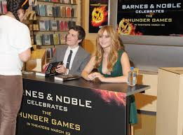 Barnes And Noble Union Square Nyc Jennifer Lawrence At The Hunger Games Cast Signing At Barnes
