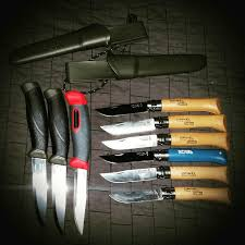 choosing the best low cost survival knives for preppers on a budget