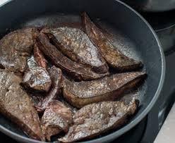 cuisiner le foie foie de veau poêlé recette de foie de veau poêlé marmiton