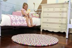 teppich kinderzimmer rund handgemachter runder teppich exklusive note im haus