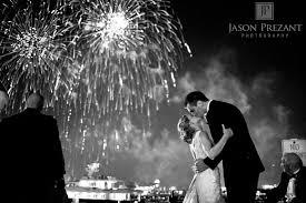 feux d artifice mariage romantisme d un baiser sous la féerie d un feu d artifice 3