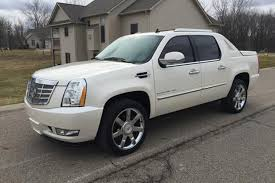 pictures of cadillac escalade remember when there was a cadillac escalade autotrader