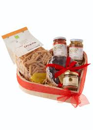 Christmas Basket 14 Christmas Hamper Ideas For Foodies Vorrei Delicious Italian