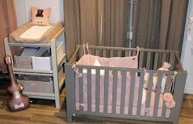 lit bébé chambre parents la chambre de bébé kopines