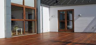 see how to clean and maintain a wooden deck