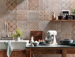 cuisine en carrelage crédence cuisine carreaux de ciment patchwork et artistique