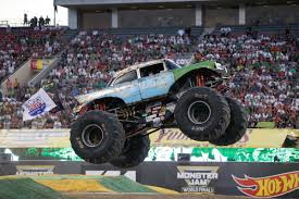 monster truck show 2016 image dx 1715 jpg monster trucks wiki fandom powered by wikia