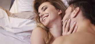 ingin pasangan cepat hamil ganjal pantat istri dengan bantal saat