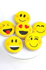 champagne emoticon awesome diy emoji party ideas